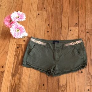 American Eagle green cotton shorts - Size 8